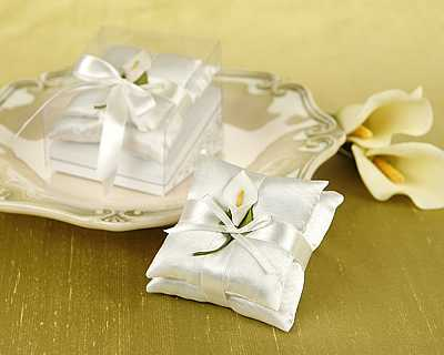Calla Lily Satin Pillow Sachet Set